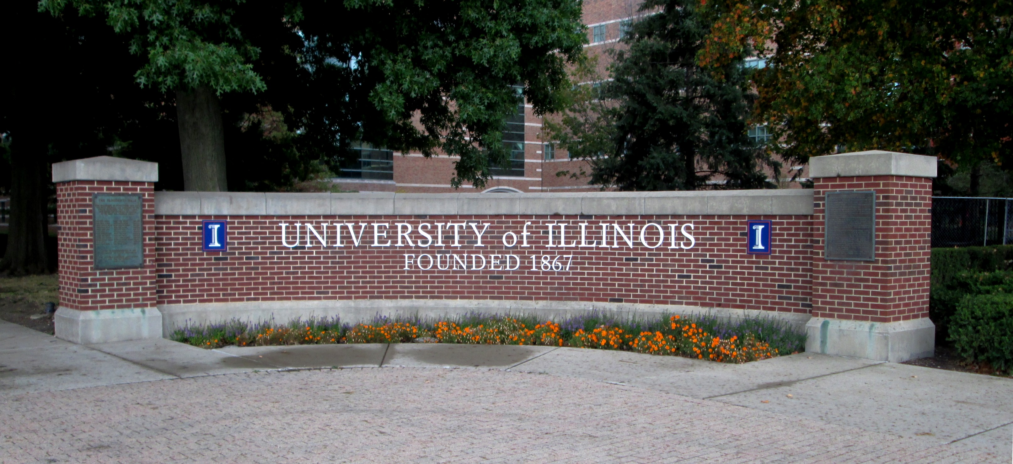 Campus entrance marker at Wright Street and University Avenue University of Illinois at Urbana Champaign